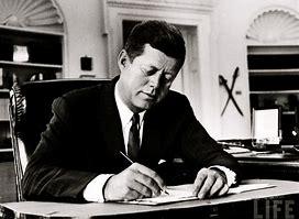 Le due facce di Kennedy, il signoraggio ed i crimini delle élite finanziarie