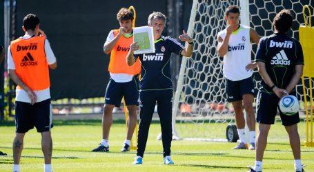 Simpatico Riscaldamento di Mourinho al Real Madrid bizarre training game