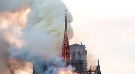 Parigi, Brucia Notre-Dame Diretta TV RT France
