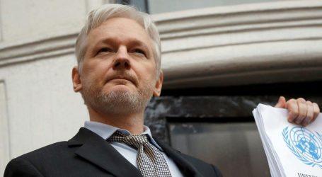Julian Assange, eroe o spia? Chi è davvero