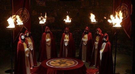 Ecco il Rituale Occulto della Corona-Iniziazione