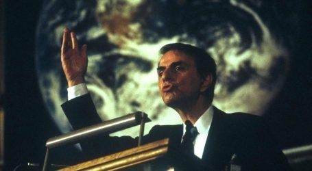 Carl Sagan: Una Lezione di Umiltà per la Nostra Sopravvivenza